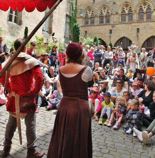 Fiesta medieval en Cordes sur Ciel al sur de Francia