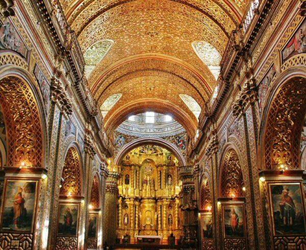 Decoración con pan de oro en la iglesia de la Compañía de Quito