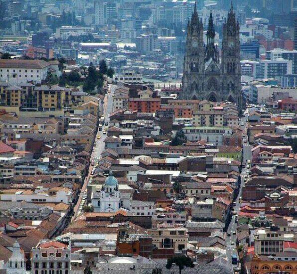 Basílica Nacional de Quito desde El Panecillo