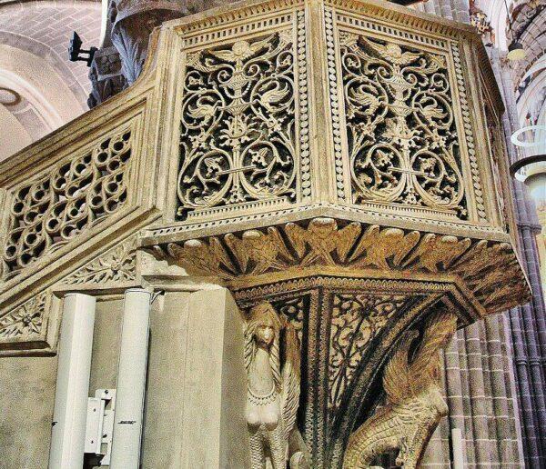 Decoración del púlpito de la Catedral de Tarazona