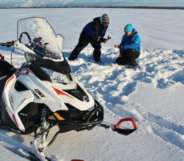 Tour pesca en hielo del Báltico en Laponia de Finlandia