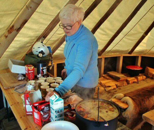 Campamento para un safari de auroras boreales al norte de Noruega