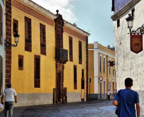 Casas palaciegas en la calle Obispo Rey Redondo de La Laguna