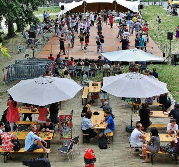 Festival de tangos en la plaza de la Dorada de Toulouse