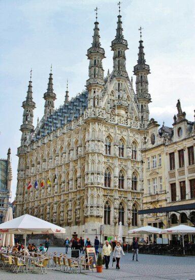 Ayuntamiento gótico de Lovaina en Bélgica