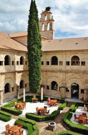 Claustro del Hotel Abadía Retuerta Le Domaine en Valladolid