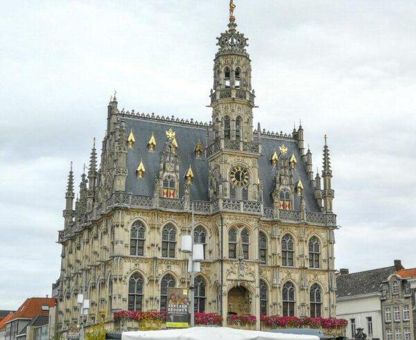 Ayuntamiento gótico de Oudenaarde en Flandes en Bélgica