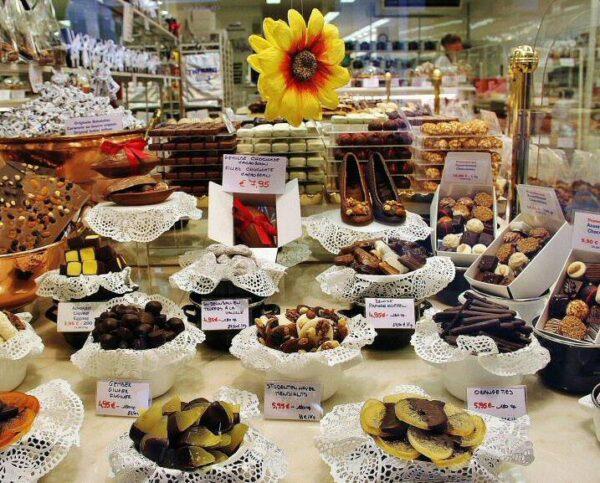Tienda de chocolates en Brujas en Bélgica