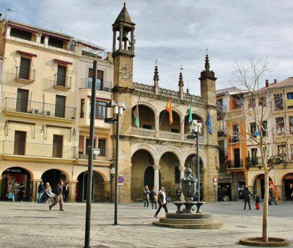 Ayuntamiento en la plaza Mayor de Plasencia
