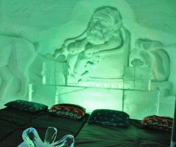 Habitación del hotel de hielo en Kirkenes al norte de Noruega