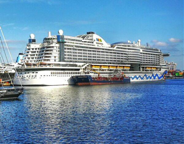Crucero en puerto de la Luz en Las Palmas de Gran Canaria