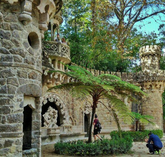 Portal de los Guardianes en la Quinta de Regaleira en la Sierra de Sintra