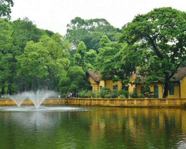Jardines del Palacio Presidencial de Hanoi en Vietnam