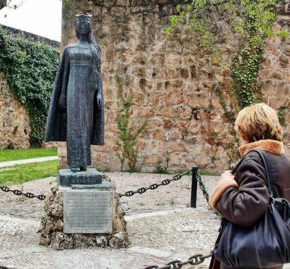 Monumento a la Princesa Cristina de Noruega en Covarrubias