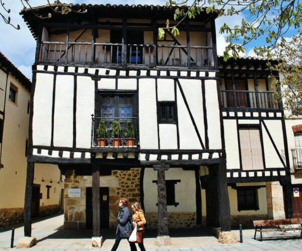 Casa tradicional castellana de Doña Sancha en Covarrubias en Burgos
