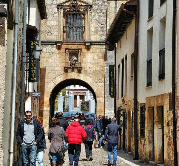 Rincón de la villa medieval de Covarrubias en Burgos