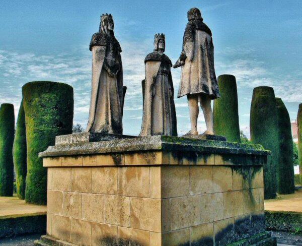 Esculturas de Reyes Católicos y Cristobal Colón en Alcázar Reyes Cristianos