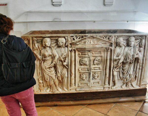 Sarcófago romano en Alcázar de los Reyes Cristianos en Córdoba