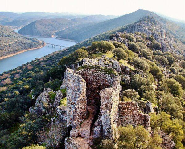 Castillo en parque nacional de Monfragüe en Extremadura