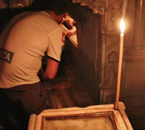 Entrada a la cámara funeraria del Santo Sepulcro
