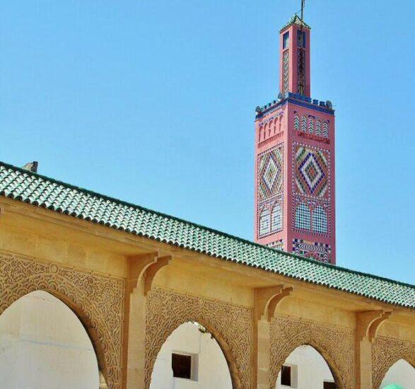 Mezquita en la plaza 9 de abril de Tánger