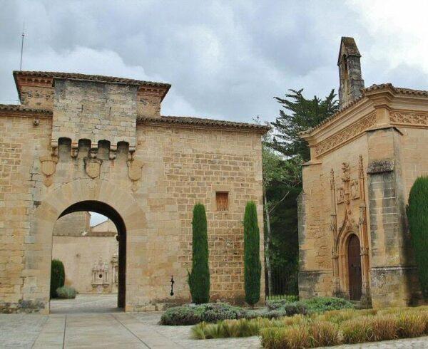 Capilla de San Jorge en la entrada al recinto del Monasterio de Poblet