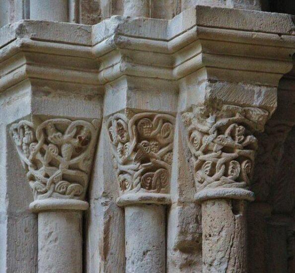 Columnas del claustro del monasterio de Poblet