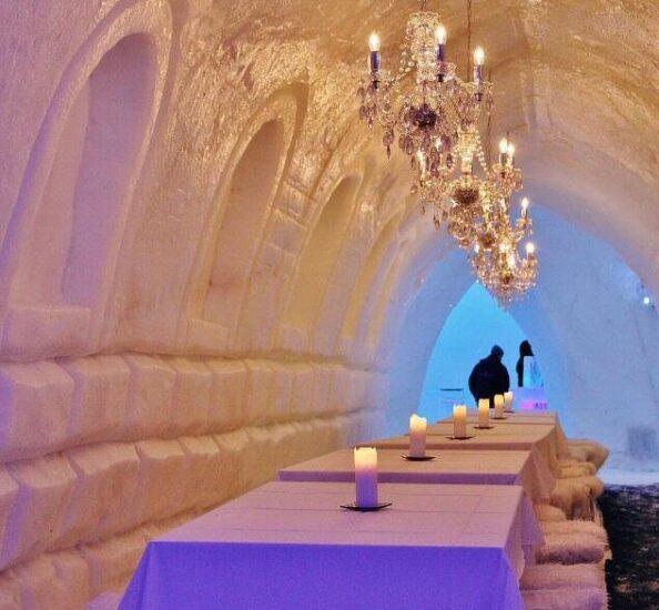 Restaurante de hielo en Snowman World en Santa Claus Village en Rovaniemi