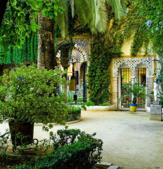 Rincón de un patio del Palacio de las Dueñas en Sevilla
