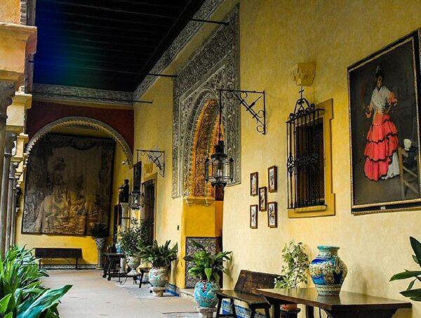 Patio Principal del Palacio de las Dueñas en Sevilla