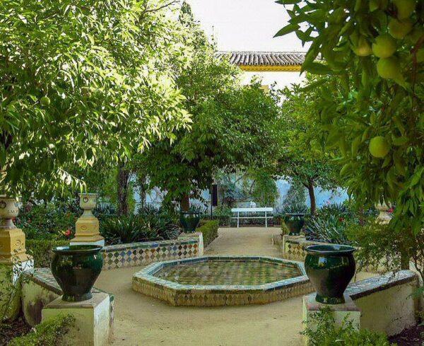 Patio de los Limones en el Palacio de las Dueñas en Sevilla