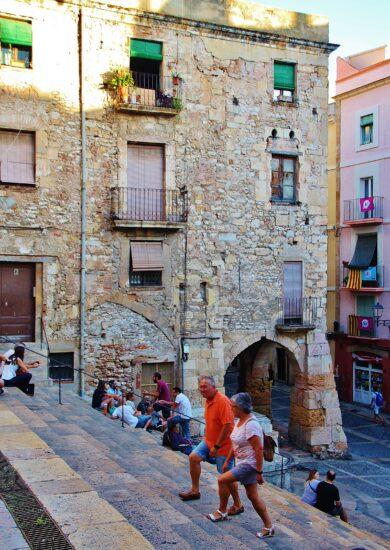 Escalinata en la plaza de la Seu en Tarragona