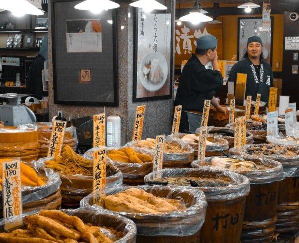 Mercado en Kioto en Japón