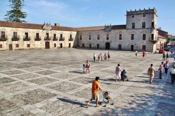 Plaza de Ferfiñanes en Cambados en las Rías Bajas en Galicia