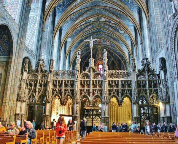 Interior de la catedral de Albi al sur de Francia