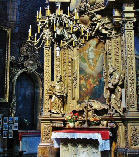 Altar de la Basílica de Santa María en la plaza del Mercado de Cracovia