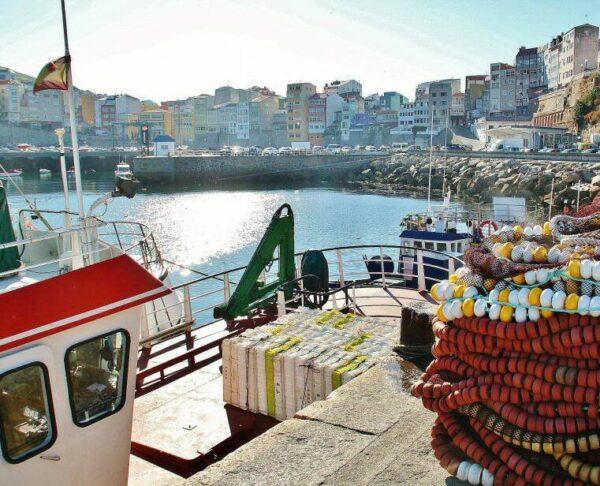 Puerto pesquero de Malpica en la Costa da Morte en Galicia