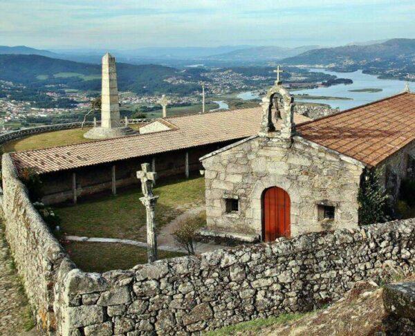 Ermita en el Monte Santa Tecla en Galicia