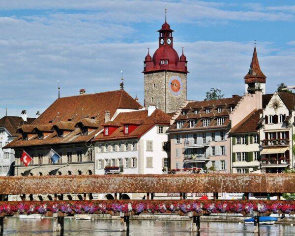 Puente medieval de madera de Lucerna en Suiza