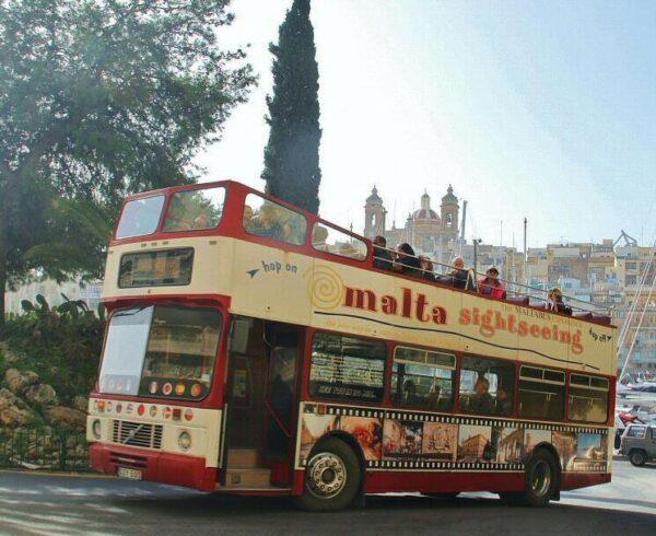 Autobús turístico en Malta
