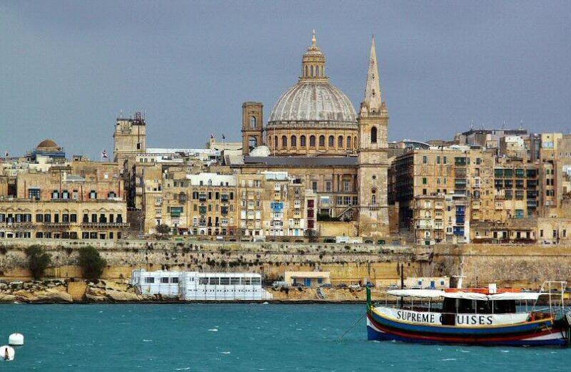 Vista panorámica de La Valeta desde Sliema en Malta