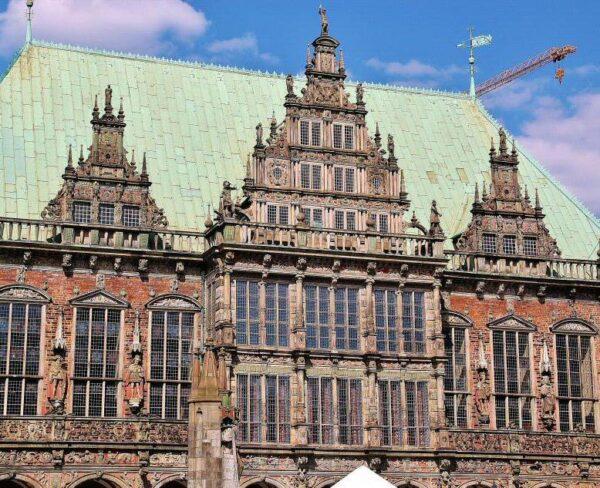 Fachada renacentista del antiguo ayuntamiento de Bremen en Alemania