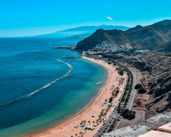 Playa de Las Teresitas cerca de Santa Cruz en Tenerife