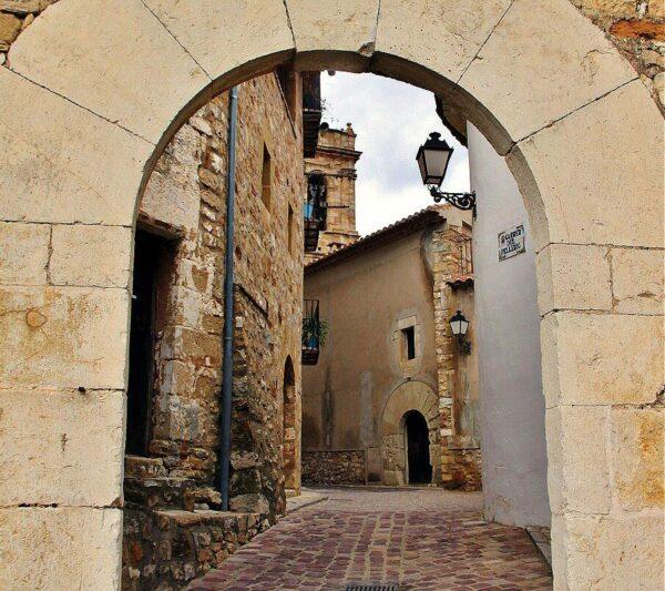 Arco de la antigua muralla de Culla en Alto Maestrazgo de Castellón