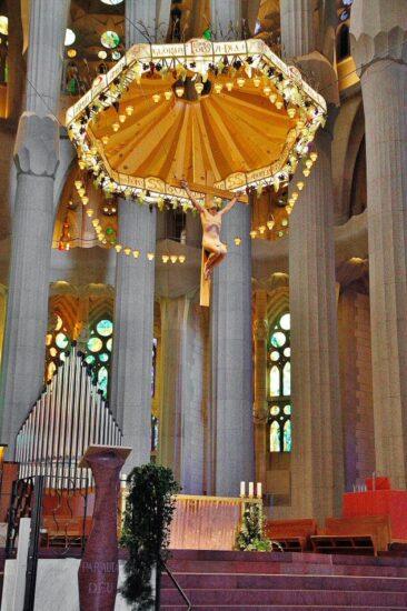 Baldaquino del altar central de la Sagrada Familia