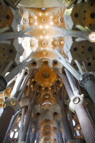 Bóveda de la nave central de la Sagrada Familia de Barcelona