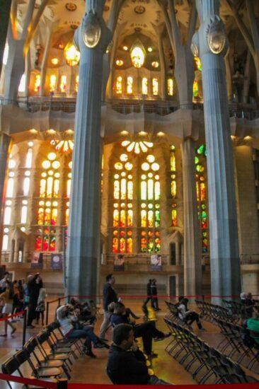 Vidrieras en nave lateral de la Sagrada Familia de Barcelona