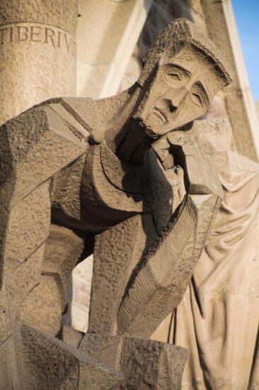 Figura escultórica en la Fachada de la Pasión de la Sagrada Familia