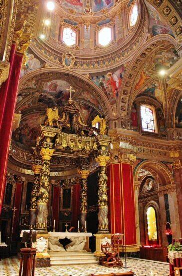 Baldaquino de la iglesia de San Jorge en Gozo en Malta