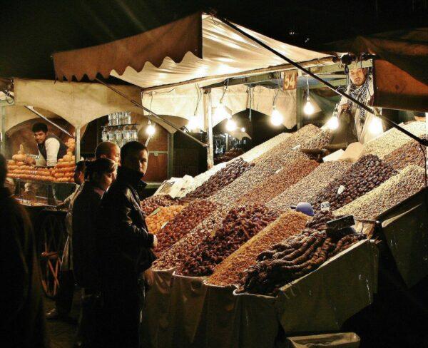 Puesto de comida en la plaza Jemaa El Fna de Marrakech